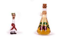 微量和李子白兰地酒瓶 免版税图库摄影