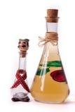 微量和李子白兰地酒瓶 免版税库存照片