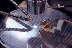 微集成电路的生产 库存照片