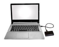 微SD和单词读者连接用膝上型计算机个人计算机通过在白色隔绝的数据弦 免版税库存图片