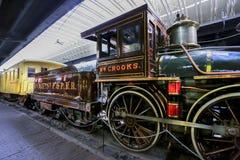德卢斯19世纪60年代蒸汽机车葡萄酒城市 图库摄影