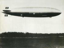 德国人在爆炸之前的兴登堡策帕林飞艇 免版税图库摄影
