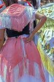 德国人血统的妇女穿的传统德国民间服装细节  免版税库存图片