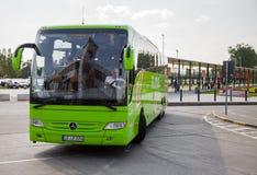 德国人从flixbus的奔驰车公共汽车 库存照片