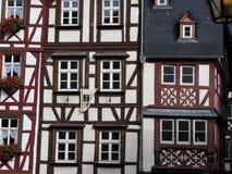 德国半木料半灰泥的议院路 免版税图库摄影