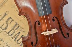 德国古老小提琴和笔记 图库摄影