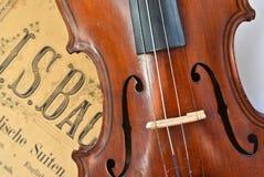 德国古老小提琴和笔记 免版税库存照片