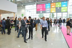 德国商业展览的年轻商人 库存图片