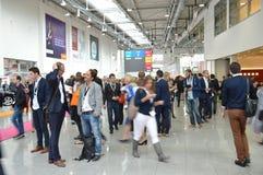 德国商业展览的年轻商人 图库摄影