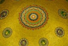德国喷泉,覆以圆顶内部 免版税图库摄影