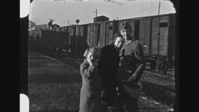 德国士兵说再见向他的家庭