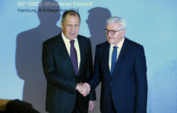 德国外长弗兰克-瓦尔特・施泰因迈尔博士欢迎谢尔盖・拉夫罗夫 库存图片