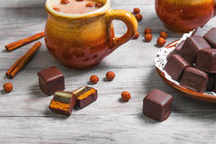 德国多米诺啤酒杯巧克力姜饼蛋糕 图库摄影