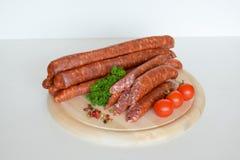 德国德国蒜肠,未加工的多味腊肠,香肠,德国蒜肠,食物 免版税库存照片