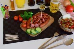 德国德国蒜肠,未加工的多味腊肠,香肠,德国蒜肠,食物 免版税图库摄影