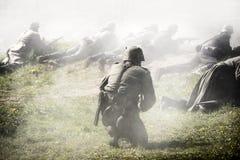 德国战士 历史重建,战斗在二战期间的战士 库存图片