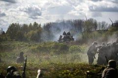 德国战士 历史重建,战斗在二战期间的战士 免版税库存照片