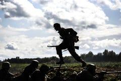 德国战士 历史重建,战斗在二战期间的战士 免版税库存图片