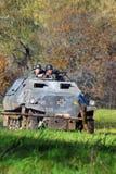 德国战士reenactors驾驶坦克 库存照片