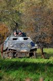 德国战士reenactors驾驶坦克 免版税库存图片