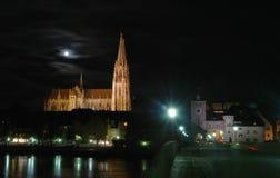 德国晚上雷根斯堡 库存照片