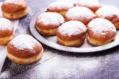 德国油炸圈饼-柏林人 库存图片