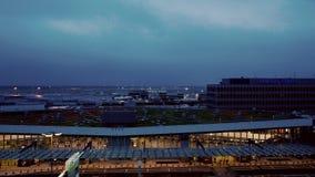德国法兰克福- OKT :3法兰克福2013的早晨,时间间隔国际机场德国 股票录像