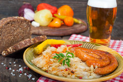 德国泡菜、香肠和啤酒 图库摄影
