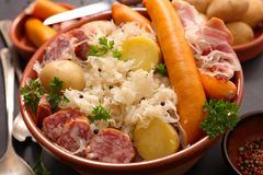 德国泡菜和香肠 免版税库存图片
