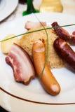 德国泡菜用香肠和火腿 库存图片
