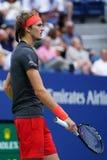 德国的职业网球球员亚历山大兹韦列夫行动的在32比赛他的2018年美国公开赛回合期间  免版税库存图片