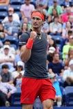 德国的职业网球球员亚历山大兹韦列夫行动的在32比赛他的2018年美国公开赛回合期间  免版税图库摄影