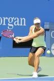 从德国的职业网球球员安赫利奎・克柏为美国公开赛实践2014年在比利・简・金国家网球中心 免版税库存图片