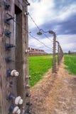 德国纳粹集中和灭绝阵营世界遗产奥斯威辛比克瑙,波兰的电有刺的导线 库存图片