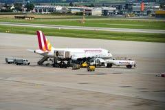 德国翼飞机为它的下次飞行做准备 免版税库存照片