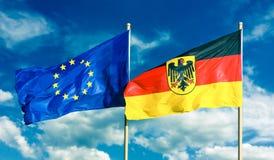 德国联邦德国的旗子;用德语:Bundesrepublik德国和欧盟欧盟挥动 免版税库存照片