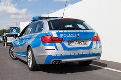 德国警车在大厦站立 免版税库存照片