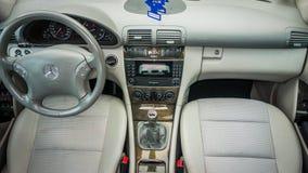 德国豪华大型高级轿车内部-轿车,皮革位子 免版税库存照片
