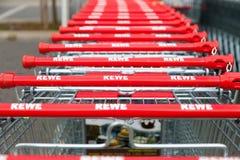 德国超市连锁, Rewe的购物车 免版税库存照片