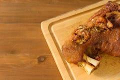 德国酥脆猪肉指关节 免版税库存图片