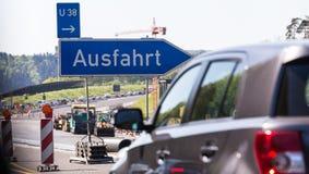 德国高速公路交通堵塞出口标志 库存照片