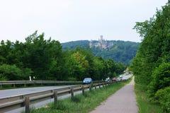 德国,下萨克森州- 15/06/2011 :从路的看法向皇家城堡Marienburg 免版税图库摄影