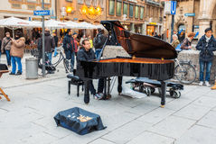 德国,慕尼黑 Marienplatz的钢琴演奏家 图库摄影