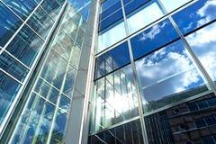 德国,汉堡18 4月:大厦保险Deutscher圆环的玻璃门面,路德维希・艾哈德街 2015年4月18日 免版税库存照片