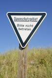 德国,石勒苏益格-荷尔斯泰因州,黑尔戈兰岛,标志,沙丘被保护区,让开 免版税库存图片