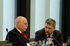 德国,莱比锡- DEZEMBER 07日2017年:乌尔里克Maeurer,内政部长SPD的在布里曼谈话与I会议  免版税图库摄影
