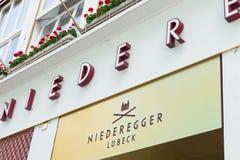 德国, Luebeck, 2017年6月19日, Niederegger小杏仁饼商店在Luebeck 库存图片