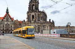 德国 在布拉格街道上的电车在德累斯顿 2016年6月16日 免版税库存图片