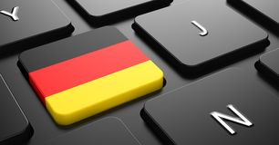 德国-在按钮上黑键盘的旗子。 库存图片