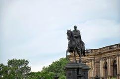 德国 对萨克森的约翰国王的纪念碑在Semper歌剧前面的在剧院正方形在德累斯顿 2016年6月16日 免版税库存图片